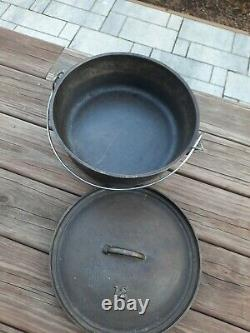 Vintage Lodge #12 CO D Cast Iron Camp Dutch 3 footed Oven withLid 18 lb