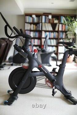Peloton Exercise Bike (3ème Gen), Mat, Poids 3lb, Moniteurs De Fréquence Cardiaque, Bouteilles+